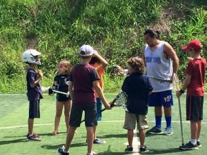 Ya se llevó a cabo el primer entrenamiento de lacrosse infantil en Nosara.