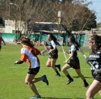 Orcas femenino vs Santiago Lacrosse. Foto cortesía de Orcas Lacrosse